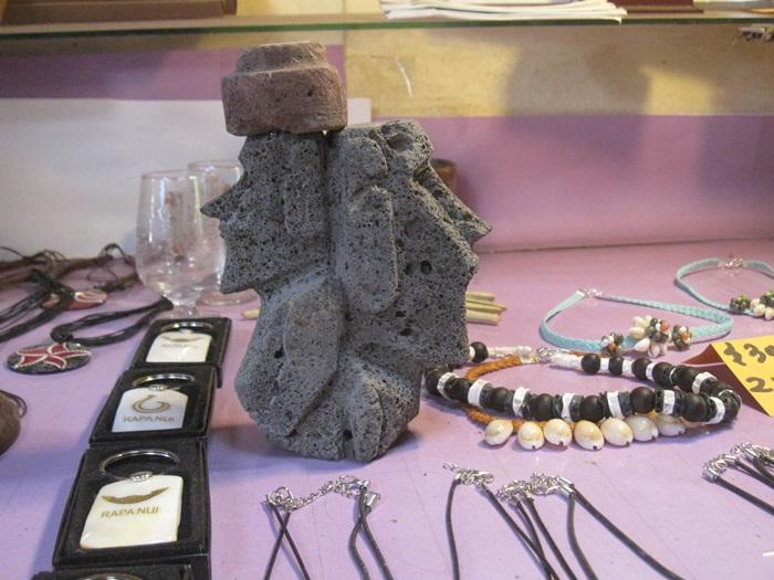 Moai Carved Stone Statue Souvenir Easter Island, Rapa Nui, Hanga Roa, Vanuatu, Isla de Pascua, Chile, South America